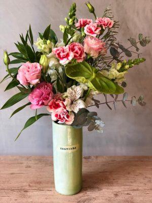 Para pedidos dos vasos com flores para entrega em BH, fale direto com a @82atelierbotanico